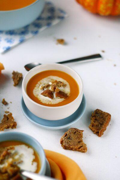 Soupe veloutée courge musquée & pain d'épices